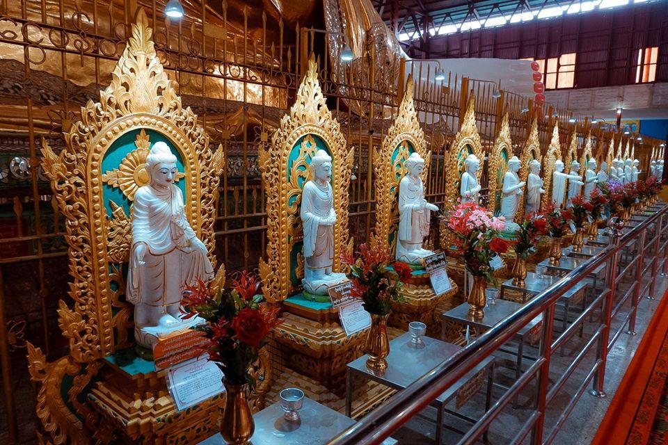 chùa Chaukhtatgyi Pagoda nổi tiếng với bức tượng Phật nằm khổng lồ dài 65m.