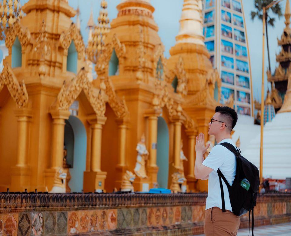 Chùa vàng Shwedagon Pagoda (cách Sule 15 phút đi ô tô) - ngôi chùa xa xỉ nhất Thế giới.
