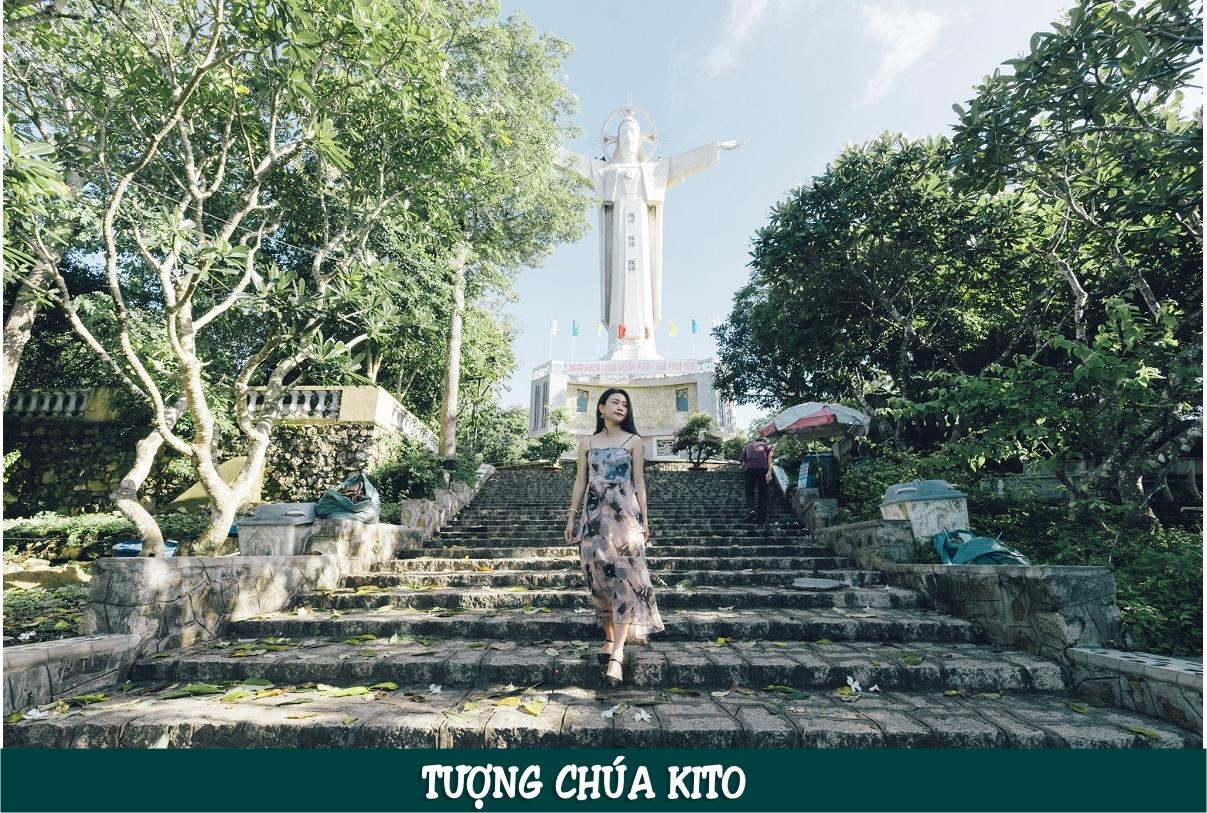 """Tượng Chúa Kitô Vua (dân đại phương vẫn gọi là Tượng Chúa giang tay) là bức tượng Chúa Giêsu cao 32m, sải tay dang rộng 18.4m. Năm 2012, tượng đã chính thức được xác lập kỷ lục """"Tượng chúa Kito lớn nhất châu Á""""."""
